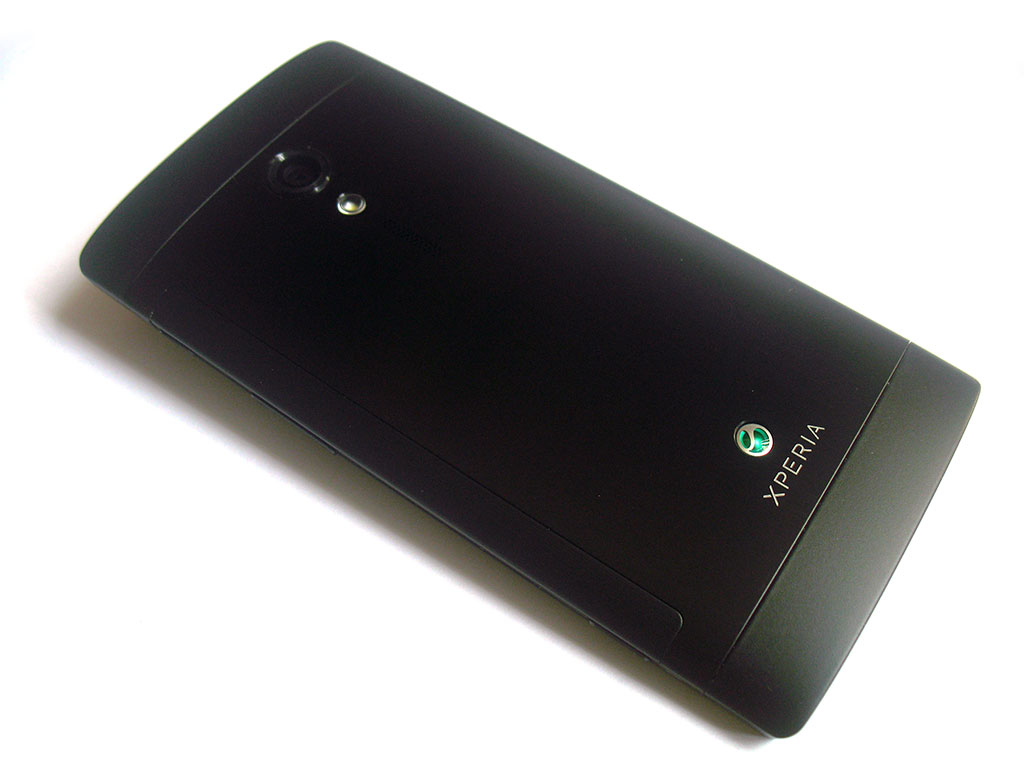 Xperia ion 背面